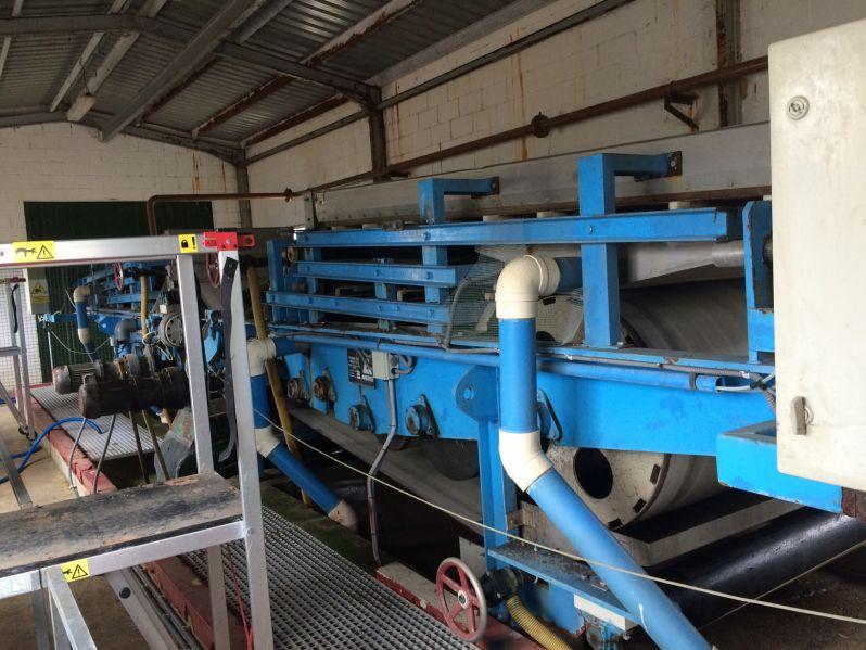 Sistema de deshidratación de fangos en EDAR mediante filtros banda / Sludge dewatering system in WWTP by belt filters